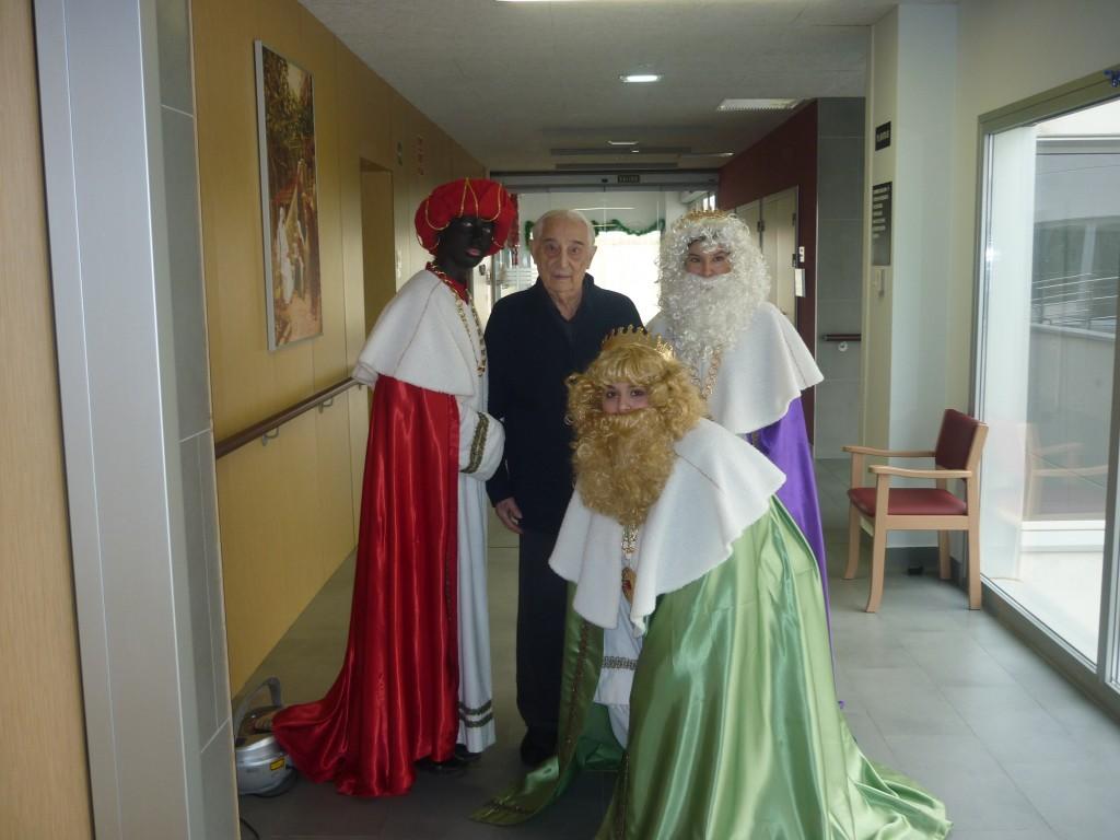 Los Reyes Magos con uno de nuestros residentes